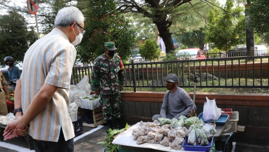 Gubernur Jawa Tengah Ganjar Pranowo berkunjung ke Pasar Puri Baru Kabupaten Pati