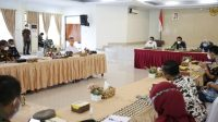 Gubernur Lampung Arinal Djunaidi memimpin rapat di Islamic Center Rajabasa