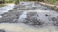 Kondisi tanggul penahan saluran air jebol dipicu banjir yang terjadi di Kabupaten Tanah Bumbu