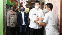 Polisi bagikan paket sembako untuk mahasiswa di Jakarta