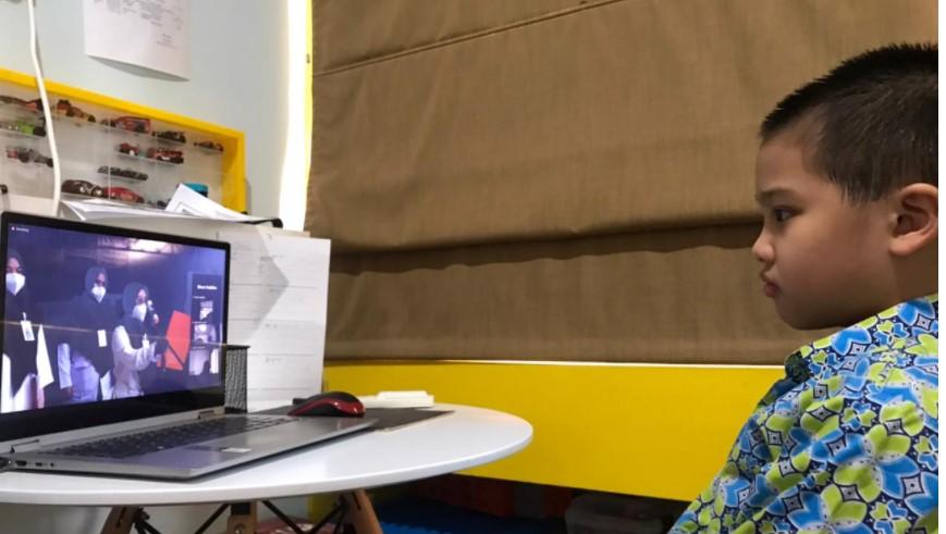 Siswa SD Budi Mulia Dua Pandeansari Sedang mengikuti Upacara HUT RI secara Virtual