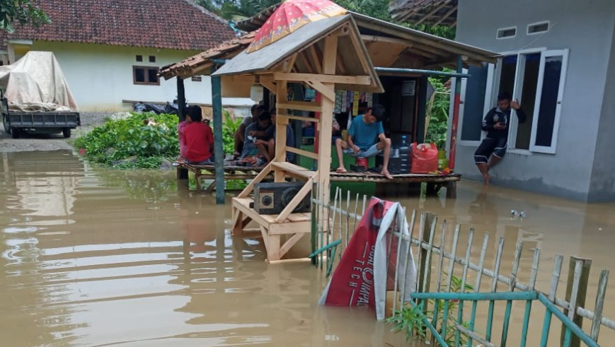 Banjir sempat melanda tiga wilayah administrasi di Provinsi Banten. Ketiga wilayah terdampak banjir yaitu Kabupaten Serang dan Kota Serang
