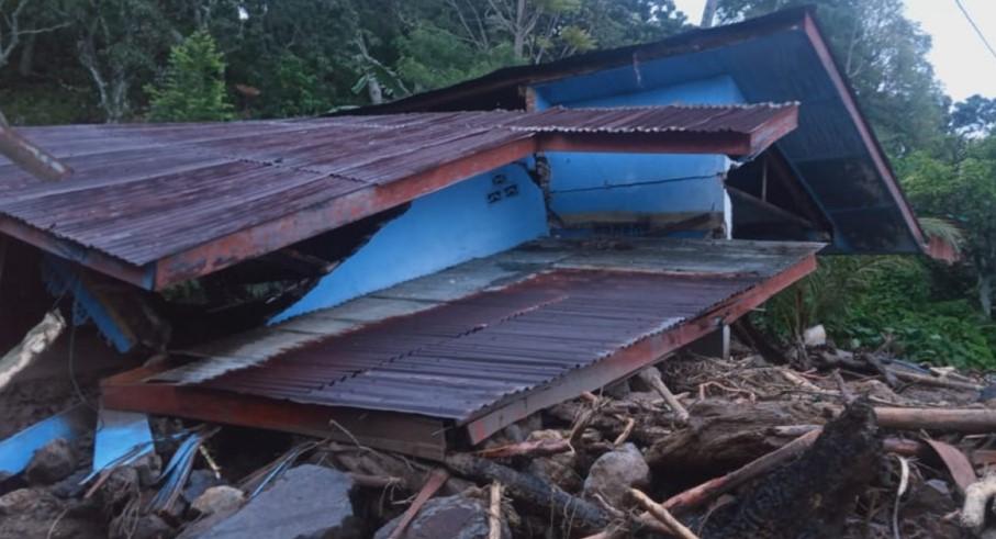 Kondisi rumah hancur terterjang longsor di Kelurahan Sipolha Kecamatan Pematang Sidamanik Kabupaten Simalungun