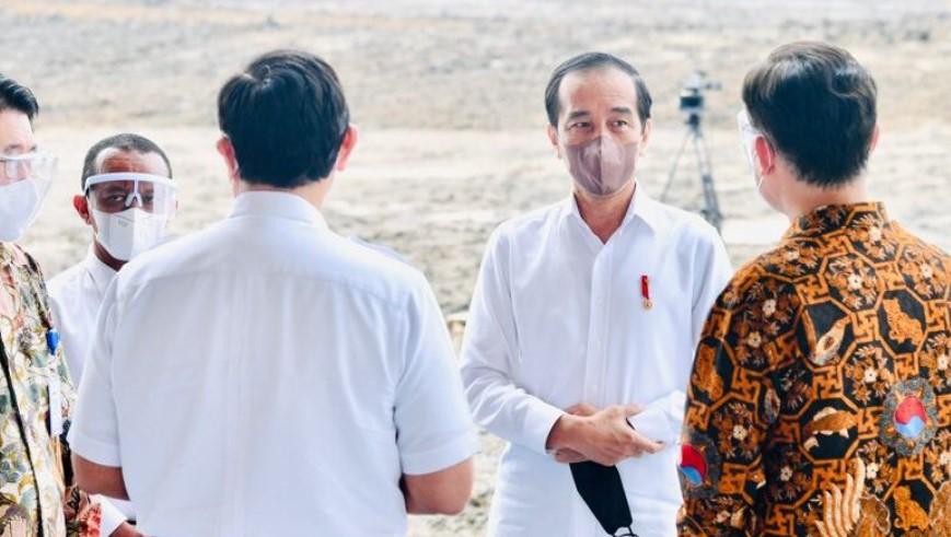 Presiden melakukan groundbreaking pabrik industri kendaraan listrik PT HKML Battery Indonesia di Kompleks Karawang New Industrial City, Kabupaten Karawang, Jawa Barat