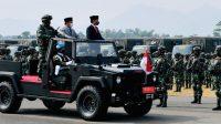 Presiden Joko Widodo didampingi Menteri Pertahanan Prabowo Subianto meninjau pasukan pada Upacara Penetapan Komponen Cadangan Tahun 2021 di Pusat Pendidikan dan Pelatihan Pasukan Khusus