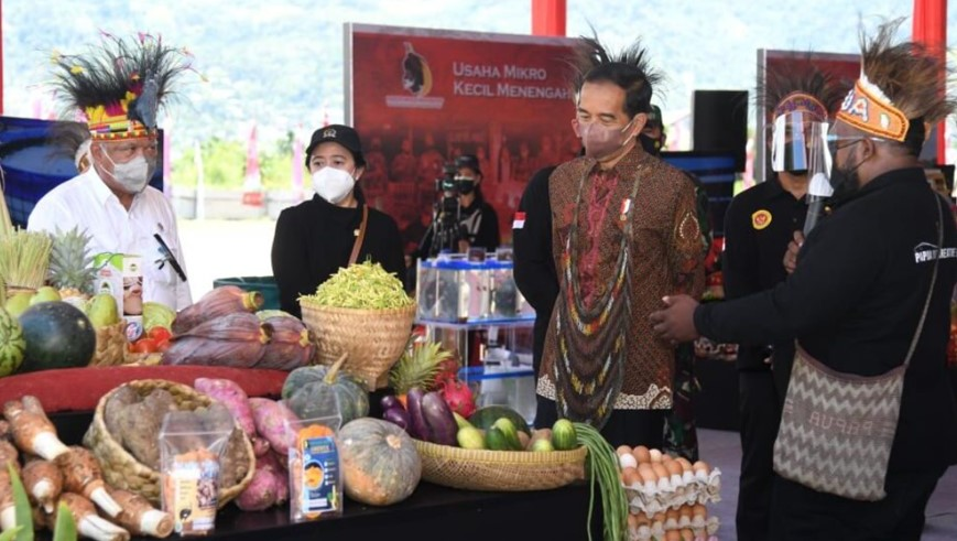 Presiden Joko Widodo melakukan groundbreaking Papua Youth Creative Hub di Distrik Abepura, Kota Jayapura, Provinsi Papua